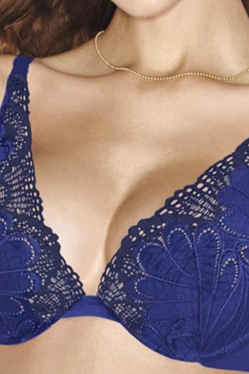 Modrá podprsenka na plesové šaty s hlbokým výstrihom